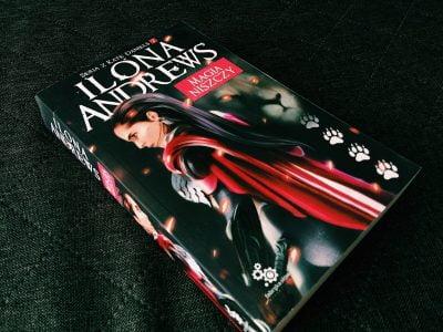 Magia niszczy, Ilona Andrews